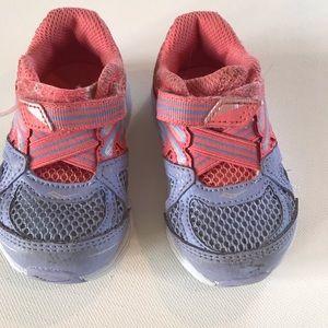 Saucony 4M toddler tennis shoes purple coral